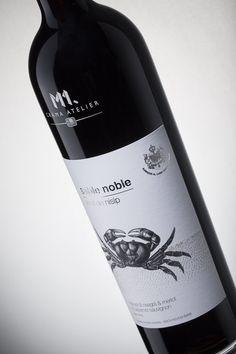M1.Crama Atelier - Sable Noble rosu. #cramaatelier #sablenoble Wine Design, Bag Design, Bottle Design, Label Design, Package Design, Beverage Packaging, Bottle Packaging, Wine List, Wine Labels