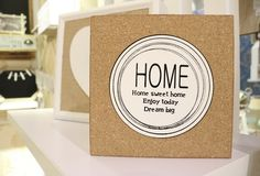 Adorable wood photo frame adds a nature touch to your home decoration.