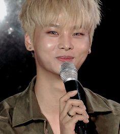 i love his smile <3///////<3