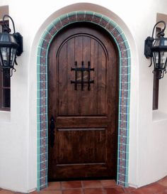 simple entry for front door from courtyd to house pavers