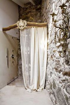 This home Combines Rococo, Louis XV, and Shabby Chic with amazing Results