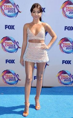 Sarah Hyland from Teen Choice Awards Red Carpet Fashion In Teresa Helbig with Loriblu shoes Sarah Hyland, Teen Choice Awards, Lucy Hale, Pink Mini Dresses, Nice Dresses, Taylor Swift, Orange Heels, Fashion Themes, Hollywood Life