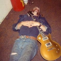 Duane Allman (SkyDog) getting some zzzzs with his Goldtop #allmanbrothers #duaneallman #gibson #lespaul