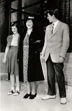 Jean, Rosemary, and Jack Kennedy in London in 1940.