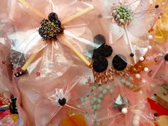 Henriette Tilanus - Lovely floral embroidery!