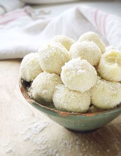 5-Minute Recipe: White Chocolate Coconut Truffles | eatwell101.com