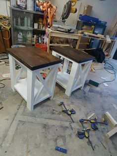 Rustic Coffee Table and End Tables local Farmhouse End Tables, Rustic Coffee Tables, Farmhouse Furniture, Pallet Furniture, Furniture Projects, Furniture Makeover, Home Projects, Diy End Tables, Rustic Console Tables