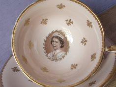 Set de tasse à thé antique Aynsley Queen par ShoponSherman sur Etsy