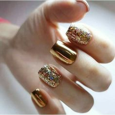 Semi-permanent varnish, false nails, patches: which manicure to choose? - My Nails Sparkle Nails, Glitter Nail Art, Fancy Nails, Gold Nails, Trendy Nails, Cute Nails, Gold Manicure, Gold Nail Art, Glitter Glue