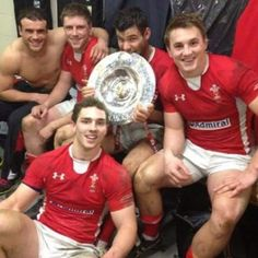 Welsh rugby team winning the Triple Crown in 6 Nations. So yeah, real rugby men Welsh Rugby Players, Soccer Players, Rugby Images, Rugby Pictures, Six Nations Rugby, Sports Locker, British And Irish Lions, Wales Rugby, Australian Football