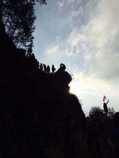 Siluet di Bukit Ratapan Angin Dieng ❤️
