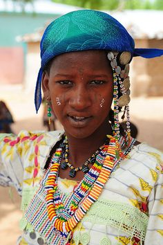 Portrait of a young Fulani (Peul) woman. Benin by Luca Gargano African Tribes, African Countries, African Men, We Are The World, People Around The World, Anthropologie, Photographs Of People, Folk Costume, Costumes