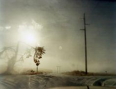 Todd Hido-l'ambiguità di queste foto, apparentemente semplici ma che lasciano trasparire un elemento di mistero/la luce/la sfocatura prodotta attraverso vetri appannati che introduce una barriera
