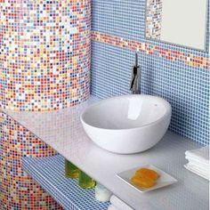 Los mosaicos son un excelente elemento decorativo para tu baño. Pueden ayudarte a añadir luz al espacio con su brillo y color. Además son muy fáciles de limpiar.