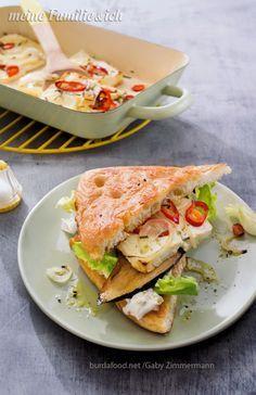 Der vegetarische Fladen ist außen knusprig, innen würzig und einfach zum reinbeißen!  Rezept: http://www.meine-familie-und-ich.de/rezepte/feta-fladen-mit-aubergine