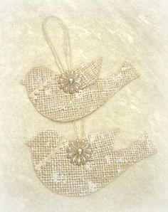Burlap Bird Ornaments by timewashed on Etsy Burlap Projects, Burlap Crafts, Decor Crafts, Fun Crafts, Christmas Bazaar Crafts, Christmas Projects, Holiday Crafts, Christmas Ideas, Xmas