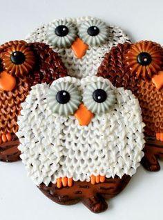Owl Cookies make with a Pumpkin Cutter by | The Bearfoot Baker    #bearfootbaker #rolloutcookies #royalicing #owlcookies #animalcookies #cutecookies