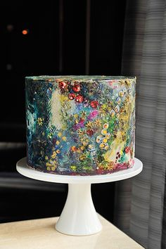 Hand-painted cake inspired by contemporary glass artisan Josh Simpson. Maggie Au… Hand-painted cake inspired by contemporary glass artisan Josh Simpson. Creative Wedding Cakes, Small Wedding Cakes, Creative Cakes, Unusual Wedding Cakes, Gorgeous Cakes, Pretty Cakes, Amazing Cakes, Bolo Glamour, Painted Wedding Cake