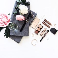 Lifestyle Photography | Natural Lighting | Beauty | Perfume | Cosmetics | Skincare | Vanity Vignette