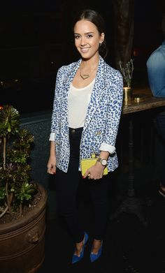 Jessica Alba added just enough interest with a printed blazer and a pop of coordinating color on her pumps, while her bright clutch gave it a little extra oomph. It worked since the rest of her look was pretty simple — just a white tee and a pair of high-waisted skinnies that fit like a glove.