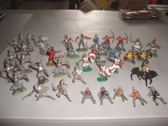 39- Vintage Medieval Toy Soldiers Britain's Timpo Hilco Unknowns #Britains