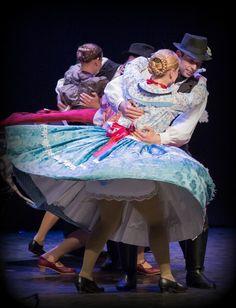 Big Skirts, Hungarian Embroidery, Music Ed, Folk Dance, Beautiful Costumes, Petticoats, Folk Costume, People Around The World, Hungary