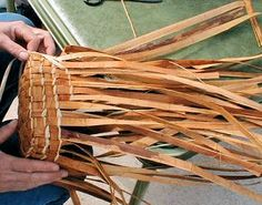 Cedar bark basket weaving - Highlights from the Gibsons Landing Fibre Festival 2001 - All Fiber Arts. Movie Night Basket, Basket Weaving Patterns, Textile Sculpture, Sewing Baskets, Weaving Art, Baskets On Wall, Weaving Techniques, Fiber Art, Arts And Crafts