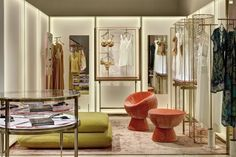 New concept La Perla boutique at Sloane Street, London. Cheap Furniture Stores, Discount Furniture, Chicago Furniture, Office Furniture, Furniture Ideas, Lingerie Store Design, How To Clean Furniture, Furniture Cleaning, Wooden Furniture