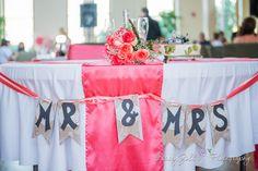 Head table / Mr & Mrs Wedding Banner / Head table decor | DIY | Photo by Stacey Zoll Photography / Kansas