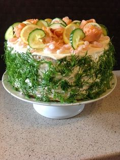 Farmor hygge : Mors dag - nu med smørrebrødslagkage Grandma Cozy: Mother's Day - now with sandwi Food N, Food And Drink, Scandinavian Food, Danish Food, Cooking Recipes, Healthy Recipes, Pasta Recipes, Fish And Seafood, Snacks
