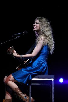 "Taylor swift singing ""Fifteen"" at the Fearless Tour"