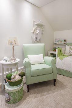 Um lindo quarto em tons de verde, cor que acalma e revigora as energias. Projeto da arquiteta Daniela Dodi, um quarto para acompanhar toda a gravidez e curtir cada minuto!