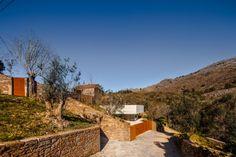 #Casa bajo la piscina Rememorando la vida en aldea con toques de modernidad  #FridayFinds #arquitectura #proyectos