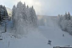 Unterstützung für Frau Holle gibts mit den Beschneiungsanlagen am Ötscher (c) Ötscherlift Gesellschaft m.b.H. Austria, Winter, Vacation, Outdoor, Ski Resorts, Ski, Woman, Winter Time, Outdoors