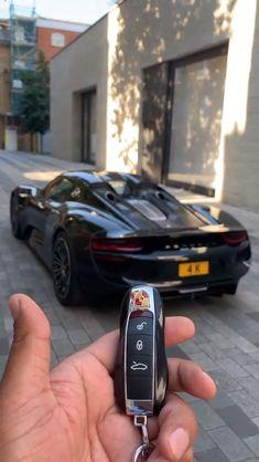 Porsche 918 Spyder – Sport Car News Porsche Macan Turbo, Porsche Boxster 986, Porsche 550 Spyder, Porsche Cayenne Turbo, Porsche Cayman Gt4, Porsche Taycan, Luxury Sports Cars, Top Luxury Cars, Exotic Sports Cars