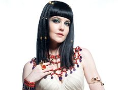 Larissa Maciel encara personagem sensual e vingativa em José; saiba mais: http://r7.com/nK01