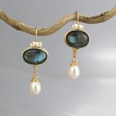 Pendientes de labradorita, pendientes de piedras preciosas únicas, labradorita corona perla pendientes, pendientes de la única Dama de honor, joyería de Dama de honor