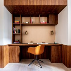 Echlin uses broken-plan layout to create spacious London mews house Home Office Design, House Design, Interior Natural, Wooden Beams Ceiling, Mews House, Timber Table, Built In Furniture, London House, Design Firms
