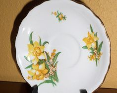 Saucer/DAFFODILS/GOLD/VALE/Bone China Gold Rim/Vintage/Perfect Condiiton