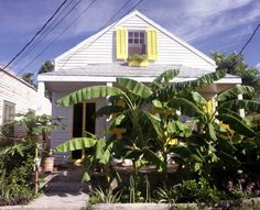 """Classic style old """"Conch house"""" at 923 Angela Street located directly across from the Key West Cemetery - Key West, Florida. West Florida, Old Florida, Florida Keys, Conch House, Key West House, Key West Vacations, Key Photo, Facades, Vacation Trips"""