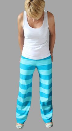 oga outfit comfy+yoga outfits for women fashion+Style LeYnc/STREETSTYLE / Streetstyle NY/Street Style Fashion Report/ Hotsales/Markdown/Shoes / Flo+Sport Meets Fashion Smart Casual Outfit, Casual Outfits, Yoga Outfits, Yoga Wear, Dance Wear, Toddler Outfits, Short Outfits, White Converse Outfits, Yoga Trousers