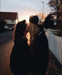 Bisexuality does not mean a disaster. Meeting bisexual girls and couples, Free Join today. Cute Lesbian Couples, Lesbian Pride, Lesbian Love, Cute Couples Goals, Couple Goals, Girlfriend Goals, Gay Aesthetic, Lesbians Kissing, Lgbt Love