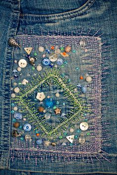 embroidery on denim: I would do this without the buttons, to sew in a patch. Sashiko Embroidery, Beaded Embroidery, Embroidery Stitches, Hand Embroidery, Embroidery Designs, Bordados E Cia, Visible Mending, Art Textile, Embroidered Clothes