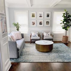 Hold up to date with the newest small living room decor some ideas (chic & modern). Find good methods for getting elegant style even though you have a tiny living room. New Living Room, Formal Living Rooms, Interior Design Living Room, Home And Living, Living Room Designs, Simple Living Room Decor, Living Room Furniture Sets, Small Living, Living Room With Grey Walls