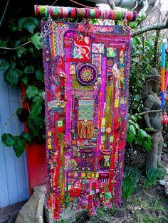 Art Fibres Textiles, Textile Fiber Art, Creation Art, Creation Deco, Sculpture Textile, Soft Sculpture, Fabric Embellishment, Fabric Hearts, Fabric Journals
