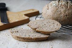 Celozrnný špaldový chlieb (bez kvasníc) Food, Breads, Bread Rolls, Essen, Bread, Meals, Braided Pigtails, Yemek, Buns
