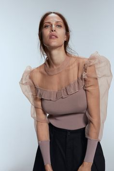 70 Fashionable Organza Outfit Looks Blouse Styles, Blouse Designs, Look Fashion, Womens Fashion, Fashion Design, Bluse Outfit, Organza, Long Sleeve Tops, Ideias Fashion