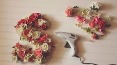 Tutorial | Letras decorativas com flores artificiais