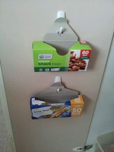 I just did this in my cupboard and used hooks rather then pins. - Dress Models I just did this in my cupboard and used hooks rather then pins. I just did this in my cupboard and used hooks rather then pins. Kitchen Organization Pantry, Home Organization Hacks, Organizing, Diy Kitchen Storage, Ideas Hogar, Home Hacks, Getting Organized, Cupboard, Cleaning
