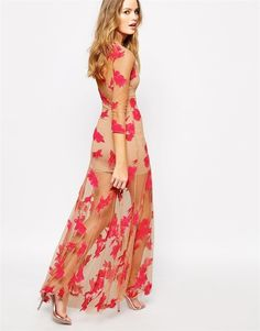 Vestido largo de For Love And Lemons, ideal para una boda de primavera. 334,99 €